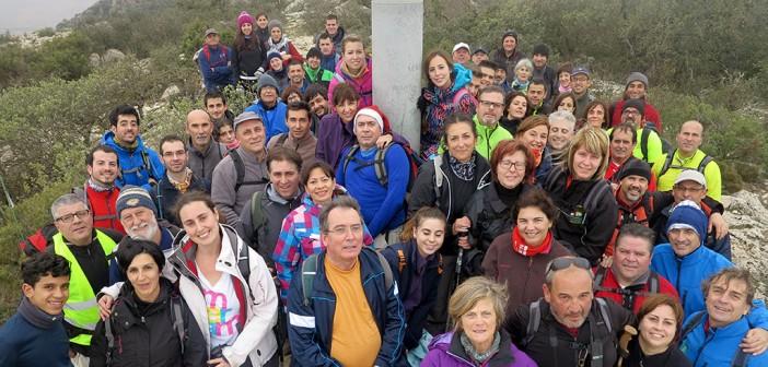 Los participantes de la Marcha Solidaria, en el punto geodésico / Foto: Club Montañero