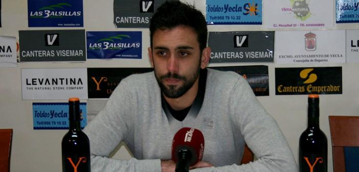 El goleador Javi Bernal, en sala de prensa / Á. Ayala