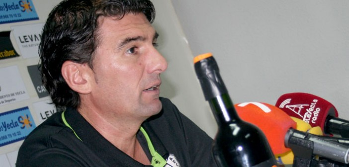 Mario Oyonarte explica sus impresiones tras el choque / Á. Ayala