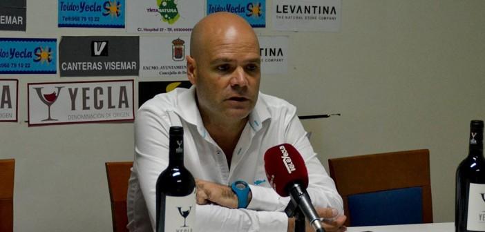 El entrenador del Yeclano, tras el partido / Inma Azorín