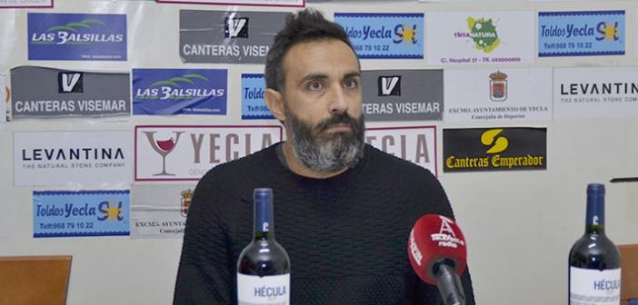 El técnico del Ciudad de Murcia durante su comparecencia / Inma Azorín