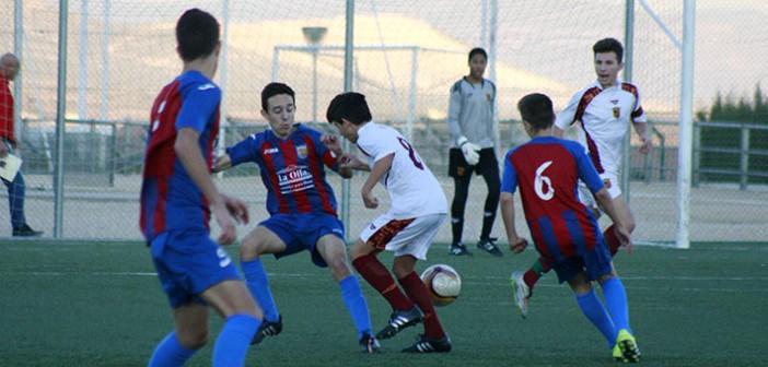 Instante del partido entre el Cadete A de la Sociedad y la selección Infantil / Álvaro Ayala