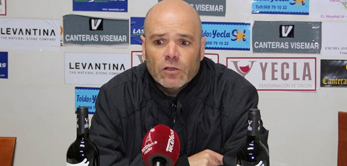 El técnico azulgrana, ante los medios / Á. Ayala