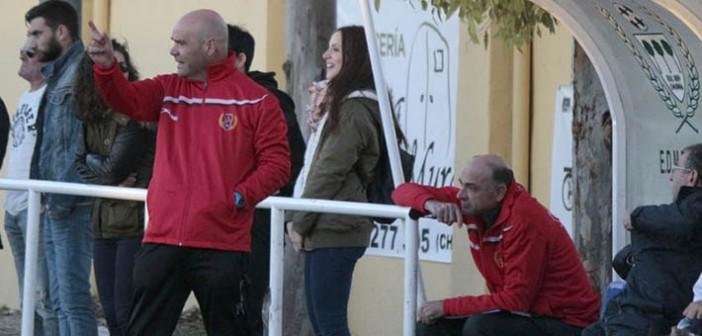 El técnico azulgrana, en la banda del Municipal de Churra / P. Aguilera