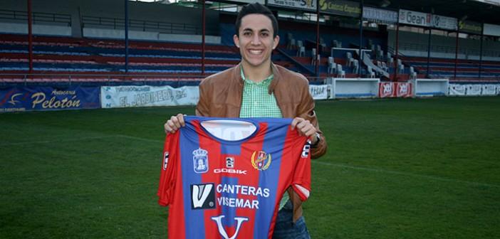 El nuevo fichaje azulgrana, con su nueva camiseta / Á. Ayala