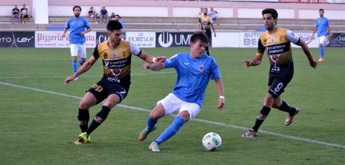 Instante del partido entre Almansa y Yeclano / BalonParado.es