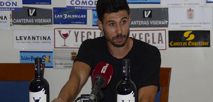 Toni Vela, tras la derrota ante La Unión / I. Azorín