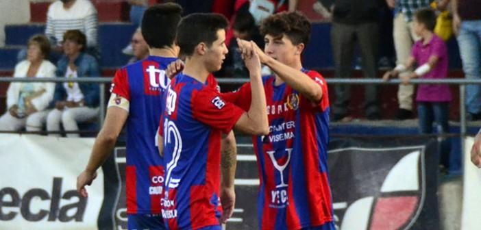 Gil y Navarro celebran el gol ante la Minera el pasado domingo / I. Azorín