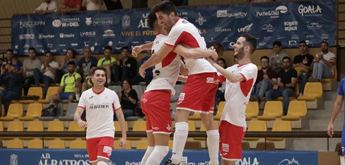 El equipo de Albatros celebra un gol